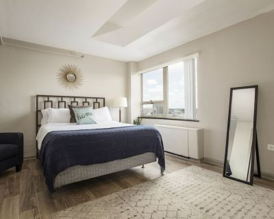 Contemporary 1 Bedroom CozySuites - Downtown Louisville