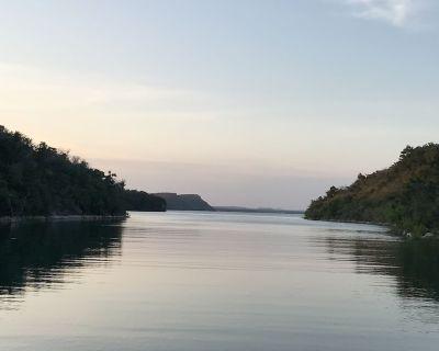 Beautiful Medina Lakefront Home w/ 2-Seater Buggie & Pontoon & Jetski rentals - Lakehills
