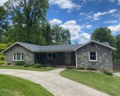 540 Blythe St #1, Hendersonville, NC 28739 2 Bedroom Apartment