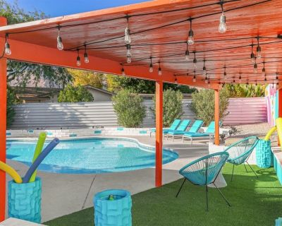 The Summit Palm Springs Color Galore! This Bright And Gorgeous Home Offers An Exciting Outdoor Space Along With a Sleek And Clean Interior! - Vista Norte