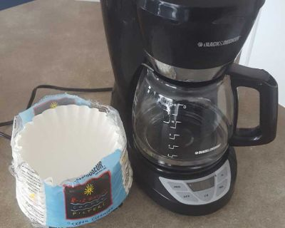 Black&Decker 12 cup coffee maker with filters