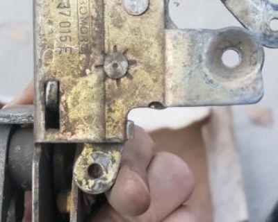 left door latch 111837015e no lock rod