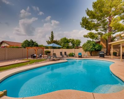 NORTH SCOTTESDALE GEM with POOL, SPA, GAME TABLES & PET FRIENDLY - Paradise Valley Village