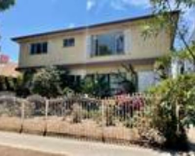 Great West Hollywood 1Bed with hardwood floors and air conditioning!