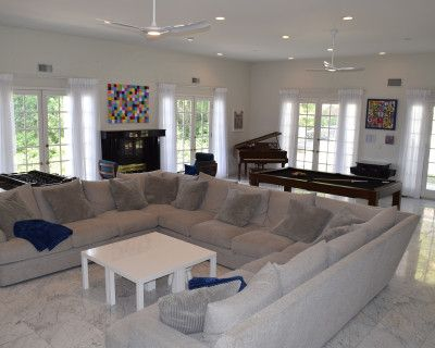 Encino House w/Large Entertainer's Living Room and Beautiful Outdoor Pool Area, Encino, CA