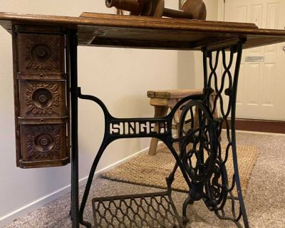 Vintage Singer Sewing Table w/Wooden Spinning Wheel