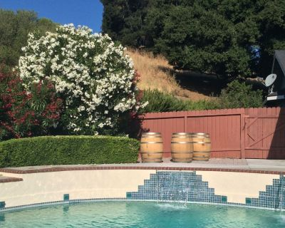 Walking Distance To Town, But On Five Acres Of Exclustive Privacy. - Paso Robles