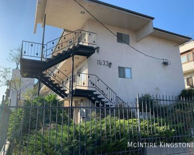 2BD/2BA Fully Remodeled! Great Location in Silverlake Hills! Vinyl Floors, Washer & Dryer in Unit, Parking Included!