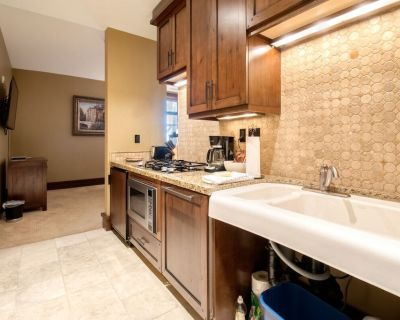 Ski-in, Ski-out Studio in Empire Pass with Mountain Views and On-Site Hot Tub - Empire Pass