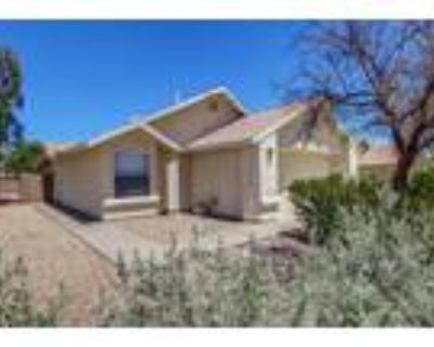 Tucson 2BA, Absolutely Charming Home with warm & welcoming