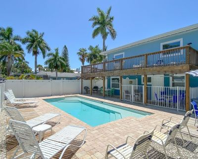 Dog Friendly, Large Heated Pool, Short Walk to Restaurants and the sugar sand Beach! - Fort Myers Beach
