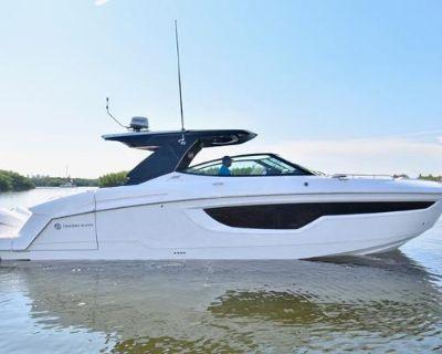 2022 Cruisers Yachts 38 GLS