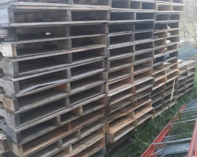 Wood pallet removal