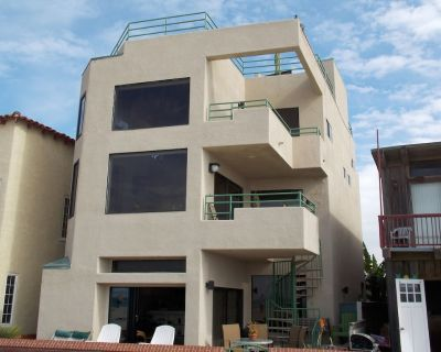 LUXURIOUS OCEANFRONT HOME AND ONE BEDROOM GUEST SUITE RIGHT ON THE BEACH ! - Hermosa Beach