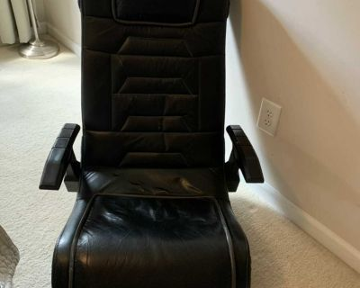 Folding gaming chair with speakers