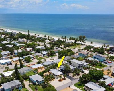 Charming Apartment! Great Mid-Island Location! Easy Beach Access, Free Beach Gear, Bikes & Parking! - Mid Island