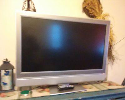 Toshiba 37in flat-screen  TV gray on swivel stand