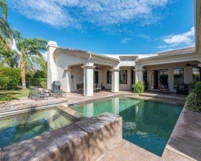 Modern Mediterranean - 3 Bed 4 Bath Home - Vista Norte