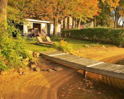 Lakefront Cottage - Sandy Beach, Sunsets & Kayaks! - Holland