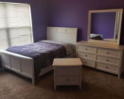 9 Piece Solid Wood Bedroom Set
