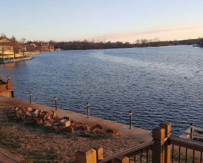 Lakeside 2 Bedroom space - Wichita