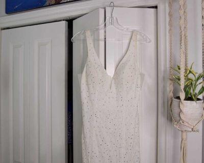 White lace wedding/prom dress