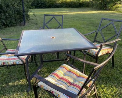 Patio table and chair set, includes cushions