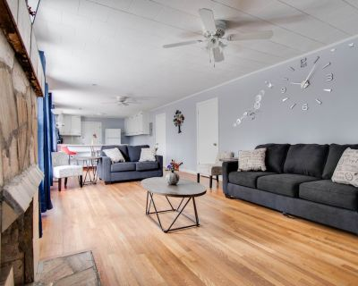 Spacious Abode l Three King beds and Sofa bed l 4K TVs in All bedrooms / 5G WiFi - Marietta
