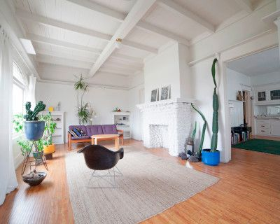 Spacious Updated Craftsman Home With Mid-century Aesthetic, los, CA