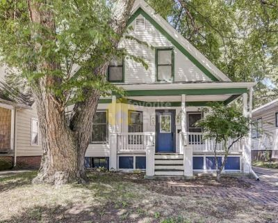 Springfield 3 bedrooms 1.5 bathrooms house full of charm