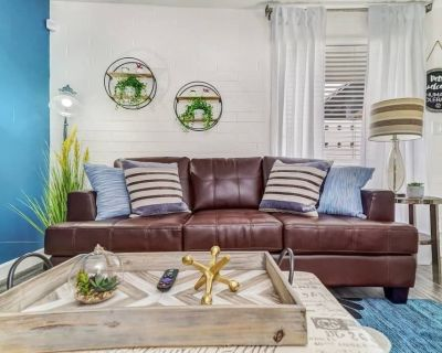 Inviting Apt Perfect for Work from Home Fast WiFi - Encanto