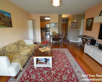 POOL / GYM / PARKING / CENTRAL AIR / LAUNDRY IN...