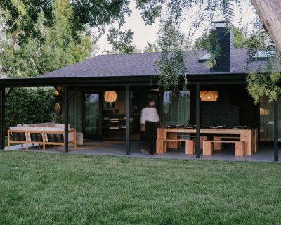 Modern Design Retreat With Canyon Views, Woodland Hills, CA