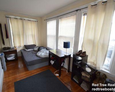 Huge Duplex Five Bedroom With Parking, Laundry,...