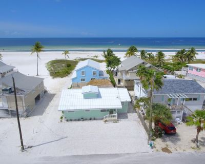 NEW, NEW, NEW - cute beach cottage 3 beds, 2 baths - Fort Myers Beach