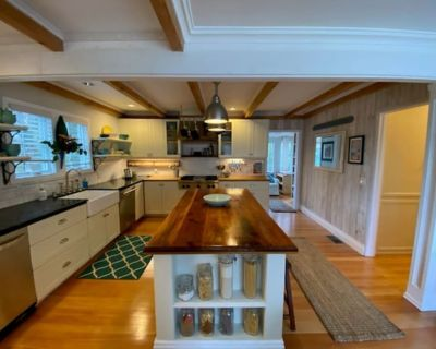 Beautiful elegant cottage on a huge private lot - Middletown