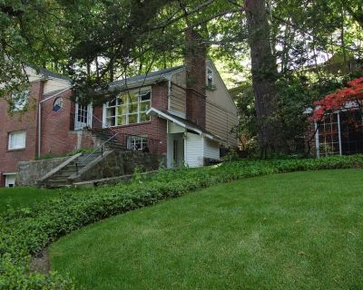 Newly furnished and renovated, nice & cozy 4BR-Free parking - Newton Center