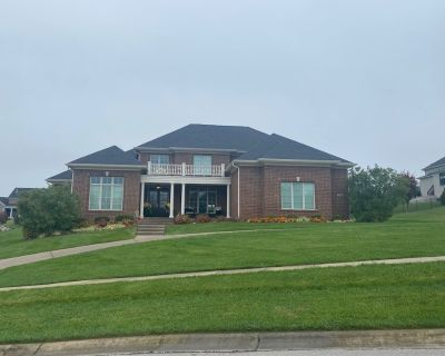 New ('15) centrally located new 6400+ sq ft + 6 bedrooms w/ 5 full bathroom - Louisville