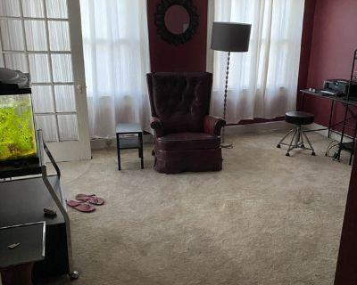 $900 Bedroom in spacious 2 floor duplex