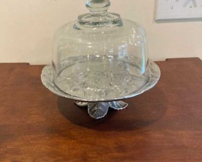 Like New Arthur Court Designs Bunny 8-Inch Footed Plate with Glass Dome