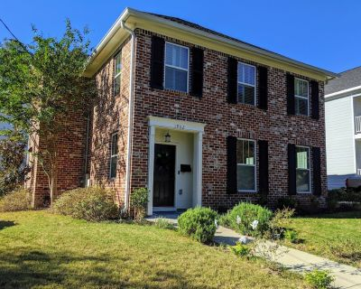 Master's Rental - House, Walking distance to Smokehouse BBQ and a coffee shop - Midtown