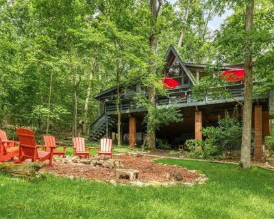 1235 Powderhorn Lake Point by Sarah Bernard Chalets with Private Dock and Fire Pit - Innsbrook