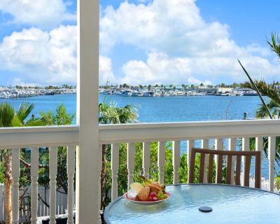 Spacious Luxury Waterfront Home with Elevator, Pool and Private Dock! - Meadows