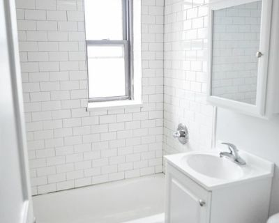 Corner One Bedroom! Downtown Minneapolis. Available 10/1