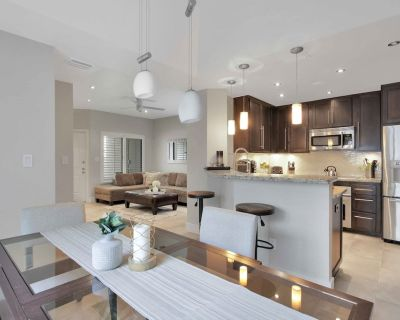 Newly Remodeled Condo Close to Whole Foods, Pets are Welcome! - Camelback East