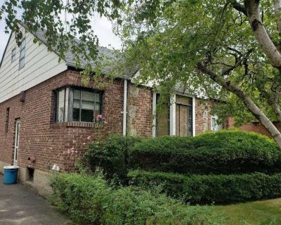 (PIC) 1 Family Detached Cape House For Sale In Flushing