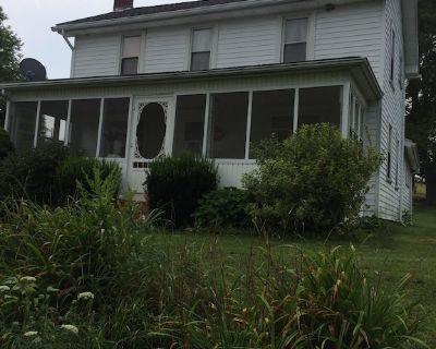 Peaceful Quaint Old Farm House & Barn on 45 acres of fields & woods - Jefferson County