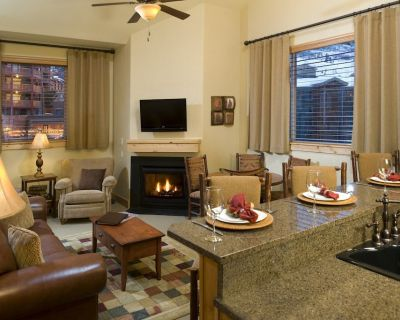 Cozy Suite with Gas Fireplace | Outdoor Pool + Hot Tub Access - Park City