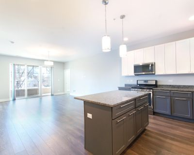 Luxury 1200sqft 2bd.2bth In Prime Glenview Location, In Unit Laundry, Central Heat + Air, Elevator Building!