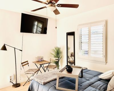 Cozy Industrial Studio & Private Patio - Sherman Oaks
